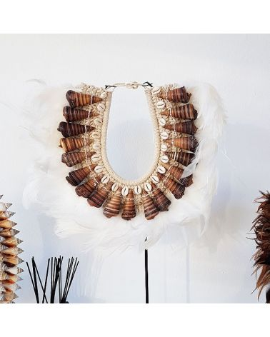 Plastron tribal coquillages / plumes