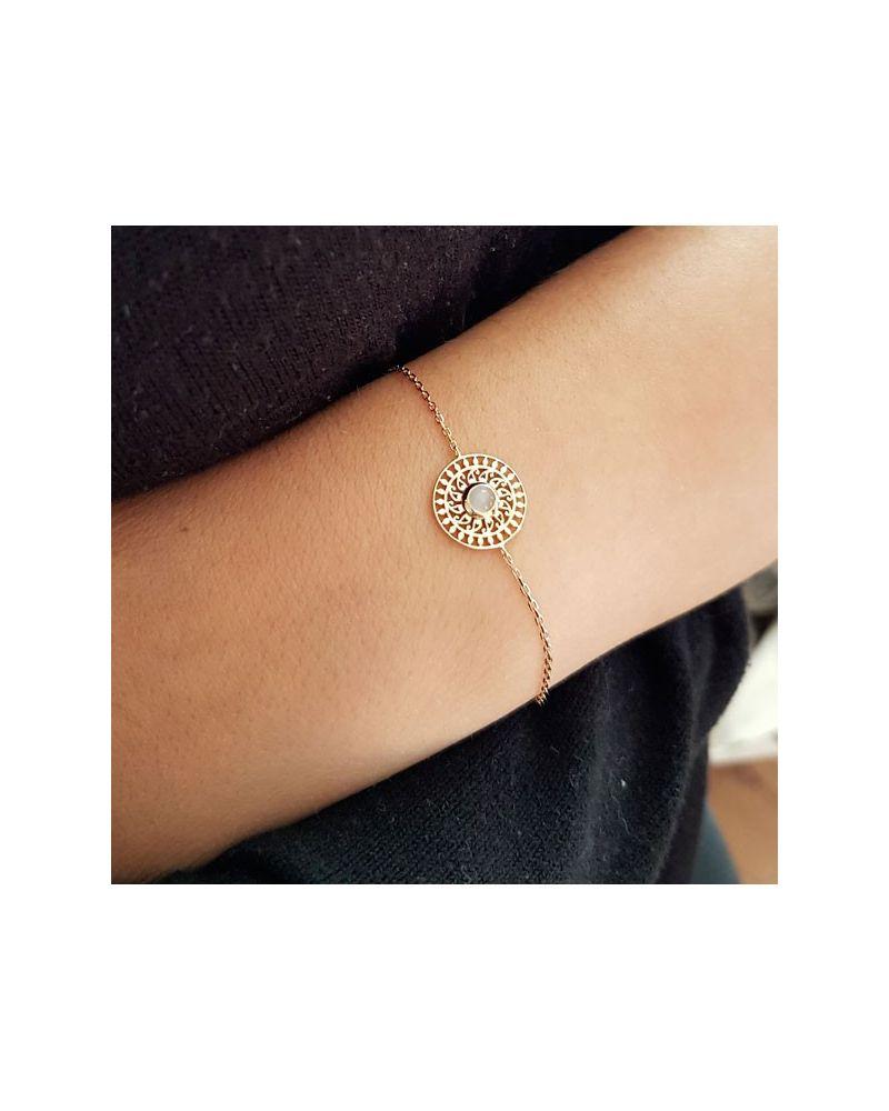 Bracelet chaine médaille ciselée pierre de lune