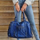Blue Mood 💙 Le sac Esprit Vintage revient dans un bleu marine lumineux ! Beau cuir souple, fabrication italienne 🇮🇹 #sac #saccuir #bleu #sacvintage #cuirvieilli #nouveau #sacfemme #aw21 #bag #bagsaddict #zoshacollection