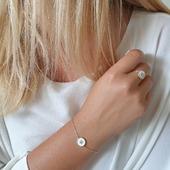 Singularité et delicatesse ! Alliance du Plaqué Or & Email blanc. Vous les avez aimé, Bracelets & Bagues de retour en stock ! #bijouxfemmes #plaqueor #18ktgold #bracelets #bagues #email #fashionjewelry #18carats #bague #bracelets #jewelofinstagram