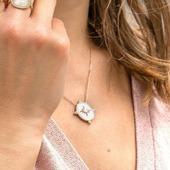 Croyez en votre bonne 🌟 ! Collier médaille réversible Nacre - Plaqué Or 18Kt  #collier #constellation #nacrejewellery #nacre #jewelofinstagram #jewelrylover #collieror #18ktgold #18kt