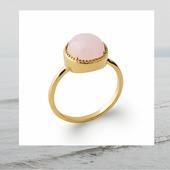 On commence la semaine en douceur avec la bague quartz rose sertie main 🌸 Plaqué Or #bague #baguepierre #quartzrose #love #ringsaddict #18ktgold #18kt #frenchdesigner #instajewelry