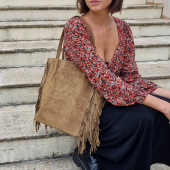 Nouveau sac cabas à franges #wildandfree #sacfranges #saccabas #cabas #cabasdaim #sacfranges #sactaupe #bohostyle #bohobag #bohochic #aw21 #madeinitaly #zoshacollection
