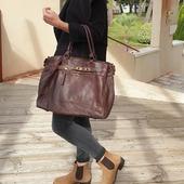 "Un ""Classic Chic"" revisité façon Vintage ! Cuir patiné effet vieilli  #sac #sacs #cuirvintage #leatherbag #leather #bohobag #bagoftheday #saccuir #chocolat #madeinitaly #hossegor #eshop #zoshacollection"