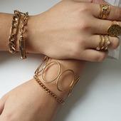 Pépite parmi les pépites, le bracelet jonc Ellipse est de retour en stock !😉  #milëmila #milemilaparis #bracelets #braceletfemme #stackingjewelry #bijouxlovers #bijoucreateur #zoshacollection